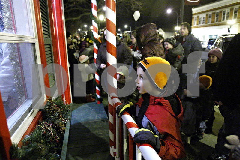 Rob Winner – rwinner@daily-chronicle.com<br /> <br /> 7-year-old Quinton Orlowski of Sycamore looks into Santa's house in front of the DeKalb County Courthouse in Sycamore, Ill. on Friday December 3, 2010.