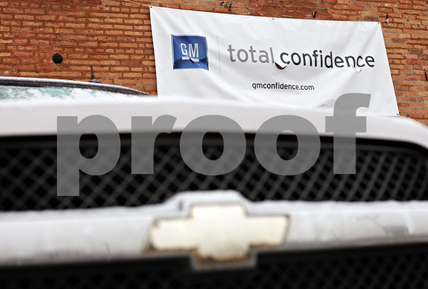 "Beck Diefenbach  -  bdiefenbach@daily-chronicle.com<br /> <br /> A banner expressing ""total confidence"" hangs above a Chevrolet SUV at Mike Mooney Chevrolet-GMC-Cadillac in DeKalb, Ill., on Monday on Feb. 8, 2010."