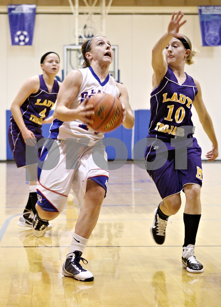 Rob Winner – rwinner@daily-chronicle.com<br /> <br /> After a steal, Hinckley-Big Rock's Kaitlin Phillips goes to the basket during the first quarter in Hinckley on Tuesday night.