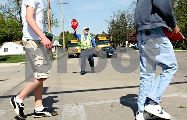 "Beck Diefenbach  -  bdiefenbach@daily-chronicle.com<br /> <br /> Sycamore crossing guard Jack Knudson (center) stops traffic for students following school at Sycamore High School in Sycamore, Ill., on Thursday April 29, 2010. ""I have to say these kids are great, "" Knudson said."
