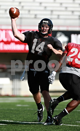 Beck Diefenbach  -  bdiefenbach@daily-chronicle.com<br /> <br /> Northern Illinois University's Jordan Lynch during practice at Huskie Stadium in DeKalb, Ill., on Wednesday Aug. 25, 2010.