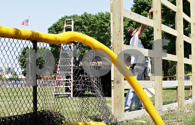 Rob Winner –  rwinner@daily-chronicle.com<br /> <br /> Rodney Wade works on the construction of a new batters eye at the baseball field in Sycamore Community Park on Thursday May 27, 2010 in Sycamore, Ill.
