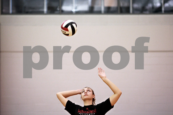 Beck Diefenbach – bdiefenbach@daily-chronicle.com<br /> <br /> Northern Illinois freshman Lauren Wicinsky during practice in Victor E. Court on the NIU campus in DeKalb, Ill., on Monday Sept. 13, 2010.