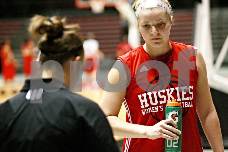 Beck Diefenbach – bdiefenbach@daily-chronicle.com<br /> <br /> Northern Illinois' Jenna Thorp during her team's first practice of the season at NIU's Convocation Center in DeKalb, Ill., on Monday Oct. 4, 2010.