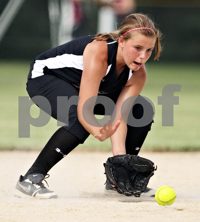 Beck Diefenbach  -  bdiefenbach@daily-chronicle.com<br /> <br /> Kishwuakee Valley Storm's Lyndsey Coddington fields the ball during the 14U game against the Bartlett Hawks in the pool play portion of the Storm Dayz softball tournament at Sycamore Park in Sycamore, Ill., on Friday June 25, 2010.