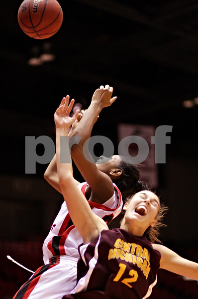 Beck Diefenbach  -  bdiefenbach@daily-chronicle.com<br /> <br /> Northern Illinois' Shaakira Haywood (33, top) grabs a rebound above Central Michigan's Britni Houghton (12) during the first half of the game at the NIU Convocation Center in DeKalb, Ill., on Wednesday Jan. 20, 2010