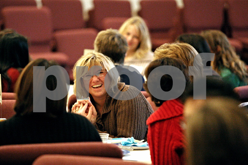 Rob Winner – rwinner@daily-chronicle.com<br /> Founder Terry Gin, of Moms Connected at Evangelical Church of Sycamore-DeKalb in DeKalb, Ill., talks with other mothers on Thursday January 14, 2010.