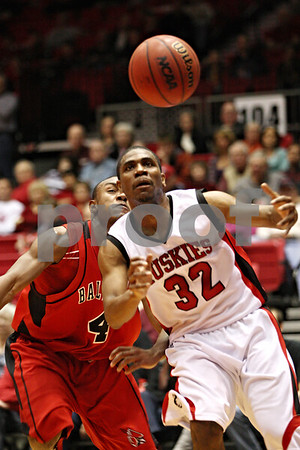Rob Winner – rwinner@daily-chronicle.com<br /> Ball State's Jauwan Scaife (left) and NIU's Darion Anderson look to rebound a loose ball under the Huskies basket during the second half of their game on Saturday February 13, 2010 in DeKalb, Ill.