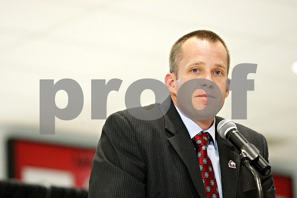 Rob Winner – rwinner@daily-chronicle.com<br /> <br /> Dave Doeren introduces himself after being named the new head coach of the Northern Illinois University Huskies football team during a press conference at the Convocation Center in DeKalb on Monday afternoon.