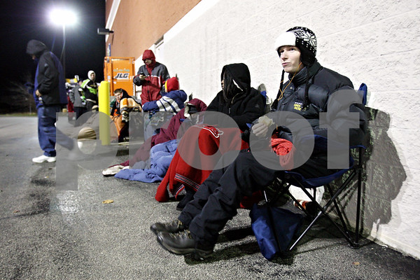 Rob Winner – rwinner@daily-chronicle.com<br /> <br /> DeKalb resident Caleb Westadt eats breakfast while waiting outside Best Buy in DeKalb on Friday morning. Westadt was in line for a discount on a new Nook.