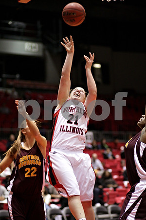 Beck Diefenbach  -  bdiefenbach@daily-chronicle.com<br /> <br /> Northern Illinois' Courtney Shelton shoots the ball during the first half of the game against Central Michigan at the NIU Convocation Center in DeKalb, Ill., on Wednesday Jan. 20, 2010