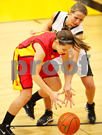 Beck Diefenbach  -  bdiefenbach@daily-chronicle.com<br /> <br /> Batavia's Bre Choffin (23, left) and Sycamore's Ashley Berlinski (20, right) fight for a loose ball during the second quarter of the game at Sycamore High School in Sycamore, Ill on Tuesday Jan. 5, 2009. Sycamore defeated Batavia 35 to 25.