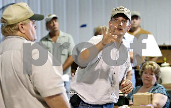 Rob Winner – rwinner@daily-chronicle.com<br /> <br /> Ringman Dan Nelson of Bearrows Real Estate & Auction Co. in Rochelle, Ill. confirms a bid on Saturday July 24, 2010.