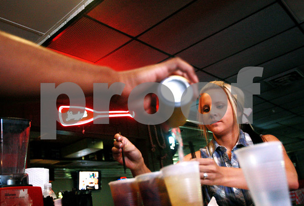 Beck Diefenbach – bdiefenbach@daily-chronicle.com<br /> <br /> Waitress Christina Zorek puts together an order of drinks at Daisy's Sports Bar and Grill in DeKalb, Ill., on Thursday Sept. 10, 2010.