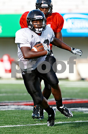 Beck Diefenbach  -  bdiefenbach@daily-chronicle.com<br /> <br /> Northern Illinois University's Ricky Crider during practice at Huskie Stadium in DeKalb, Ill., on Wednesday Aug. 25, 2010.