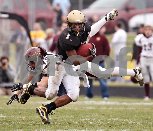 Beck Diefenbach  -  bdiefenbach@daily-chronicle.com<br /> <br /> Sycamore running back Marckie Hayes (1) shakes off a Montini linebacker Alex Walters (45) during the second quarter of the playoff game at Sycamore High School in Sycamore, Ill., on Saturday Nov. 14, 2009.