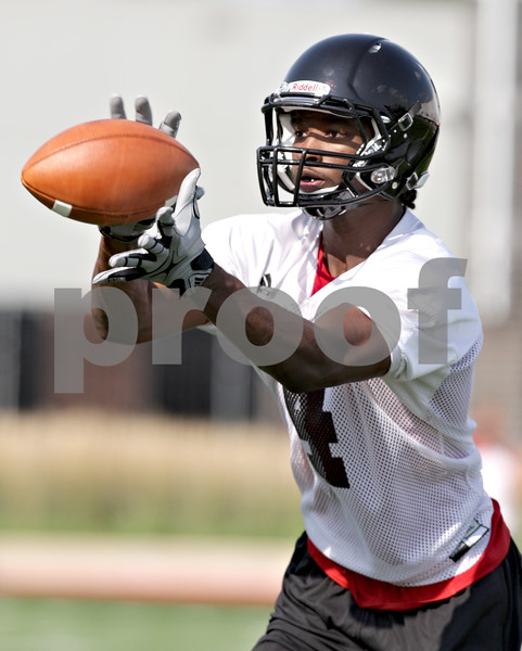Beck Diefenbach - bdiefenbach@daily-chronicle.com<br /> <br /> Northern Illinois wide receiver Da'Ron Brown during the first practice at Huskie Stadium in DeKalb, Ill., on Thursday Aug. 5, 2010.