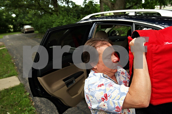 Beck Diefenbach  -  bdiefenbach@daily-chronicle.com<br /> <br /> Darren Knuth organizes bags of food to be delivered to Meals on Wheel clients in Sycamore, Ill., on Father's Day, Sunday July 20, 2010.
