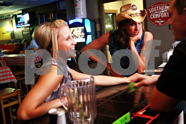 Beck Diefenbach – bdiefenbach@daily-chronicle.com<br /> <br /> Waitresses Candace Mallin (right) and Christina Zorek (left) wait for orders at Daisy's Sports Bar and Grill in DeKalb, Ill., on Thursday Sept. 10, 2010.