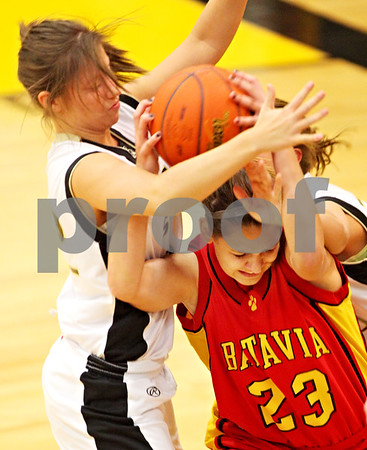 Beck Diefenbach  -  bdiefenbach@daily-chronicle.com<br /> <br /> Batavia's Bre Choffin (23, right) and Sycamore's Ashley LeClair (22, left) fight for a loose ball during the second quarter of the game at Sycamore High School in Sycamore, Ill on Tuesday Jan. 5, 2009. Sycamore defeated Batavia 35 to 25.
