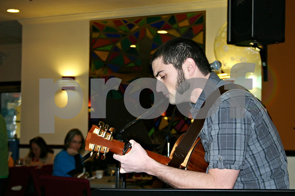 ANDREW MITCHELL — amitchell@shawmedia.com<br /> DeKalb musician Jaysen Curran entertains diners Sunday at Feed'em Soup, during the fourth annual Holiday Healing event. Curran would join a handful of other local musicians later at the House Cafe in DeKalb for a benefit concert.