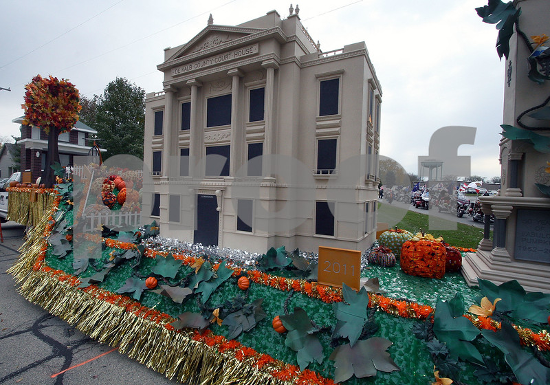 Wendy Kemp - For The Daily Chronicle<br /> A float with a replica of the DeKalb County Courthouse lines up before the annual Pumpkin Parade in Sycamore on Sunday.<br /> Sycamore 10/30/11
