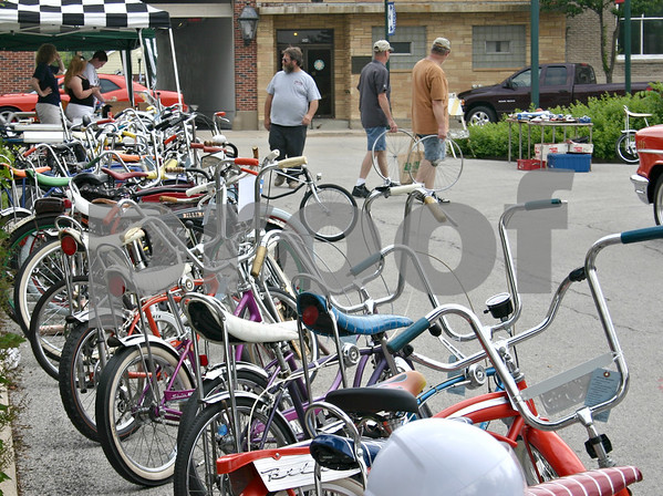 Twenty-nine vintage Schwinn bikes are lined up for a Kratefest competition in Sycamore Saturday. Kratefest draws vintage bike enthusiasts from all over the country to the annual swap-meet and competition.<br /> <br /> By NICOLE WESKERNA - nweskerna@daily-chronicle.com
