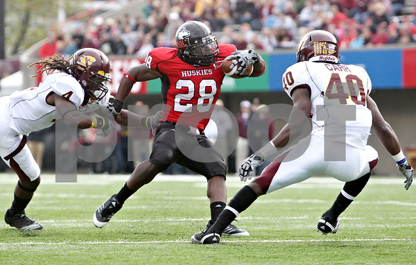 Rob Winner – rwinner@daily-chronicle.com<br /> <br /> Northern Illinois running back Chad Spann carries the ball during the first quarter in DeKalb, Ill. on Saturday October 23, 2010. DeKalb went on to defeat Central Michigan, 33-7.
