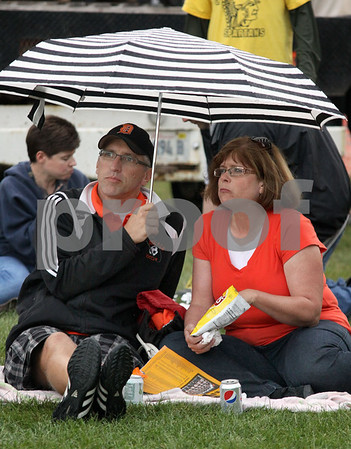 Wendy Kemp - For The Daily Chronicle<br /> DeKalb fans Jay and Gail Smith enjoying tailgating before Friday's game at Huskie Stadium.<br /> DeKalb 9/9/11