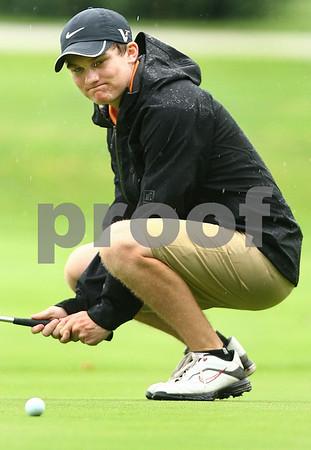 Kyle Bursaw – kbursaw@daily-chronicle.com<br /> <br /> Crispin Brim reacts to missing a birdie on the first hole at Sycamore Golf Club on Thursday, July 28, 2011.
