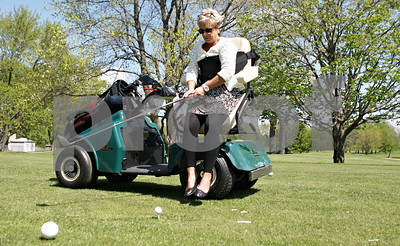 Rob Winner – rwinner@shawmedia.com  Executive Director of Kishwaukee Special Recreation Association Suzie Zeeh demonstrates how to golf from the new SoloRider golf cart at River Heights Golf Course in DeKalb Tuesday afternoon. The cart allows users to be able to play golf who may have difficulties walking. The cart will be shared between River Heights and the Sycamore Golf Club.