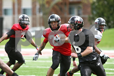 Rob Winner – rwinner@shawmedia.com  Northern Illinois running back Leighton Settle carries the ball as quarterback Jordan Lynch (6) blocks during the Huskies' spring game Saturday in DeKalb.