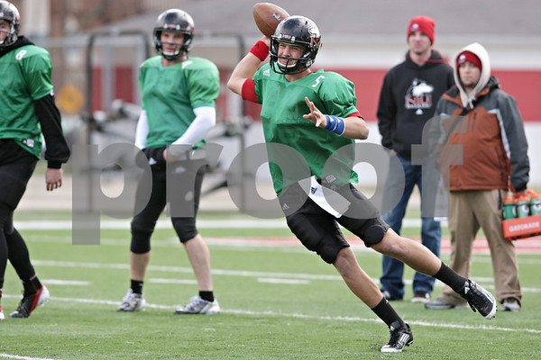 Rob Winner – rwinner@shawmedia.com<br /> <br /> Northern Illinois quarterback Matt Williams looks to pass during practice at Huskie Stadium in DeKalb, Ill., Saturday, Dec. 8, 2012.