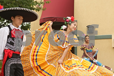 Rob Winner – rwinner@shawmedia.com  Mexican folkloric dancers of Rayitos del Sol of Conexion Comunidad including (from left to right) Alec Garcia, 8, Atzin Parra, 10, and Idalis Garcia, 12, entertain guests at Rosita's Mexican Restaurant during the business's 40th anniversary celebration in DeKalb Saturday.
