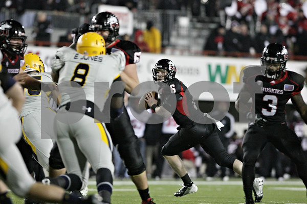 Rob Winner – rwinner@shawmedia.com<br /> <br /> Northern Illinois quarterback Jordan Lynch (6) looks to pass during the first quarter in DeKalb, Ill., Wednesday, Nov. 14, 2012. NIU defeated Toledo, 31-24.