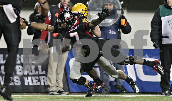 Rob Winner – rwinner@shawmedia.com<br /> <br /> Northern Illinois wide receiver Perez Ashford (7) stretches for the goal line on a 6-yard touchdown pass from Jordan Lynch (not pictured) during the third quarter in DeKalb, Ill., Wednesday, Nov. 14, 2012. NIU defeated Toledo, 31-24.