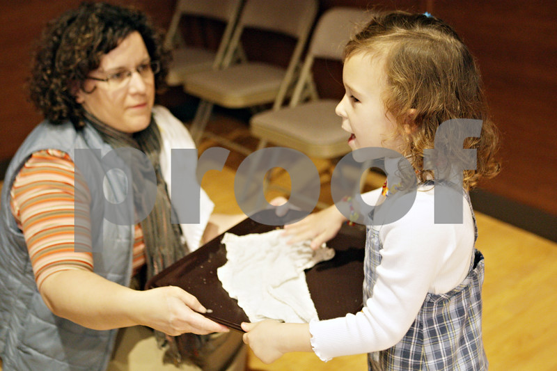 Rob Winner – rwinner@shawmedia.com<br /> <br /> Nichole King, of Belvidere, holds a serving tray as her daughter, Abigail King, 5, uses a wash cloth to wipe it clean during a community Thanksgiving dinner at the Evangelical Lutheran Church of St. John in Sycamore, Ill., Thursday, Nov. 22, 2012. This was the first time the two volunteered and Nichole plans for it to be their new Thanksgiving tradition.