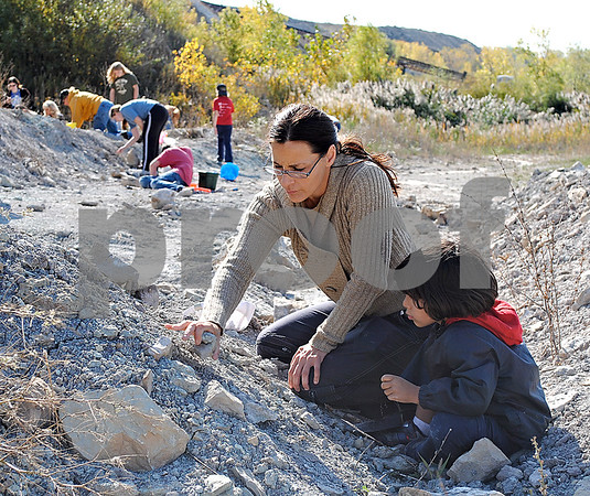 Qiana Hardy, of Sycamore, and her son, Imtihaan Hardy, 4, search for fossils at the Vulcan Materials Company Saturday in Sycamore.<br /> <br /> By Nicole Weskerna - nweskerna@shawmedia.com