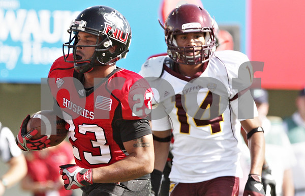 Rob Winner – rwinner@shawmedia.com<br /> <br /> Northern Illinois running back Leighton Settle (23) runs 11 yards untouched for a touchdown during the first quarter at Huskie Stadium in DeKalb, Ill., Saturday, Sept. 29, 2012. Northern Illinois defeated Central Michigan, 55-24.