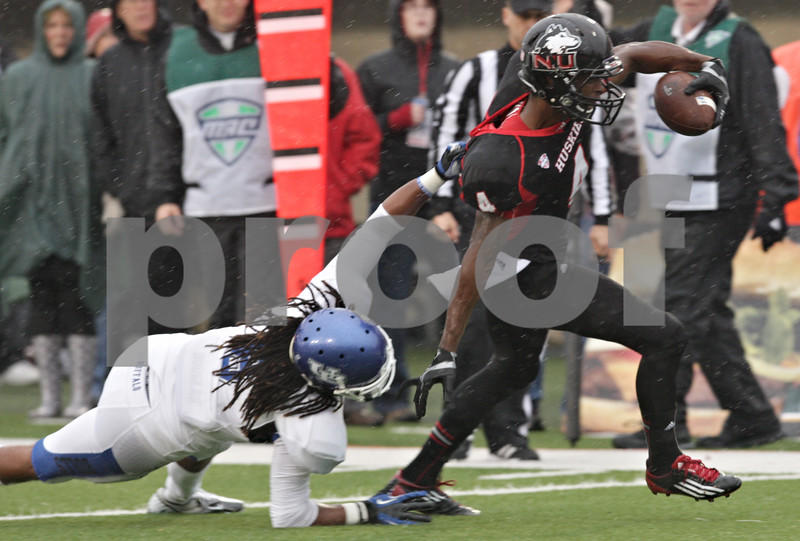Rob Winner – rwinner@shawmedia.com<br /> <br /> Buffalo defensive back Isaac Baugh (left) is unable to tackle Northern Illinois' Da'Ron Brown (4) who carries the ball for a 12-yard touchdown run during the first quarter in DeKalb, Ill., Saturday, Oct. 13, 2012. NIU defeated Buffalo, 45-3.