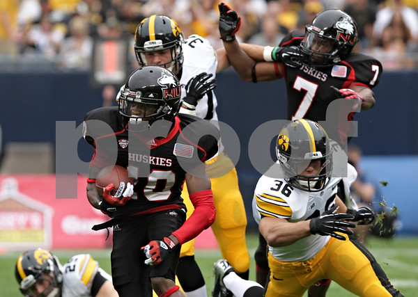 Rob Winner – rwinner@shawmedia.com<br /> <br /> Northern Illinois wide receiver Tommylee Lewis (10) loses two yards on a rushing carry during the first quarter at Soldier Field in Chicago, Ill., Saturday, Sept. 1, 2012. Iowa defeated NIU, 18-17.