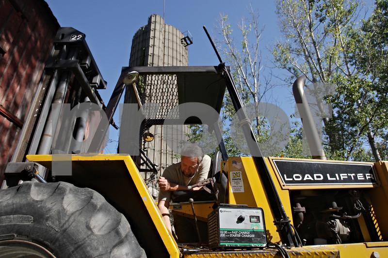 Rob Winner – rwinner@shawmedia.com<br /> <br /> Stonehouse Park co-owner Gregg Larson repairs a load lifter in Earlville on Saturday morning.