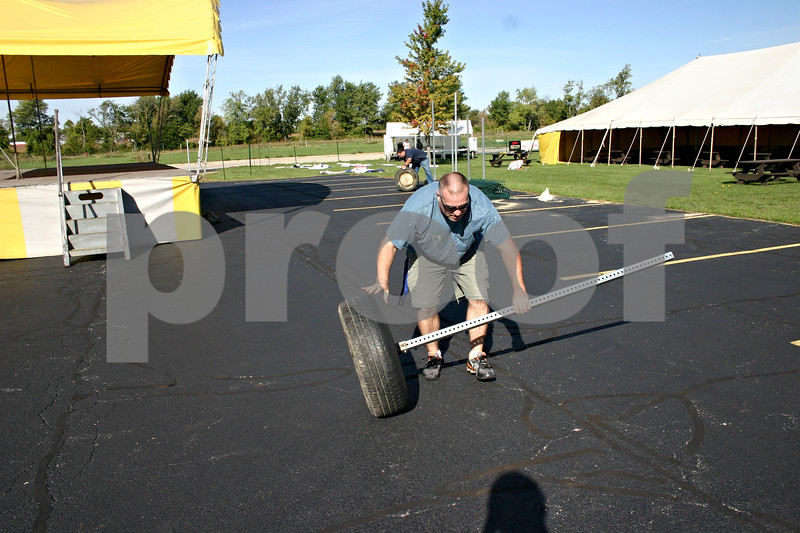 Jeff Engelhardt – jengelhardt@shawmedia.com<br /> Doug Anderson continues to set up for the St. Mary September Fest Thursday morning. The fest starts at 5 p.m. Friday outside of St. Mary School on Gurler Road.