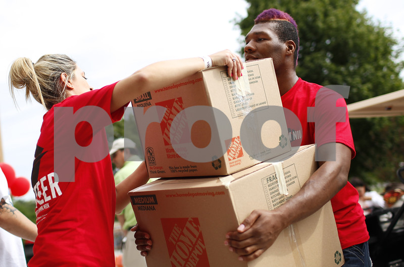 Kyle Bursaw - kbursaw@shawmedia.com<br /> <br /> Another volunteer loads boxes up for Chris Walker (right), who was volunteering through his fraternity Sigma Alpha Mu, to carry up to a room in New Residence Hall on Thursday, Aug. 23, 2012.