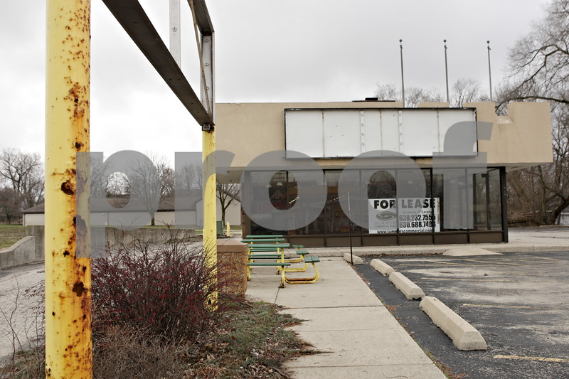 Rob Winner – rwinner@shawmedia.com<br /> <br /> The former location of a Subway restaurant in downtown DeKalb, Ill., sits empty near the campus of Northern Illinois University as seen on Friday, April 12, 2013.
