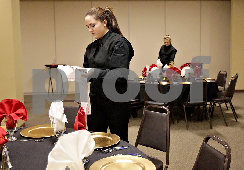 Monica Maschak - mmaschak@shawmedia.com<br /> Servers Julia Dunfrund (left) and Baylie Ullmark polish silverware before a holiday party at Faranda's in DeKalb on Saturday, December 14, 2013.