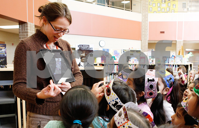 Erik Anderson - For the Daily Chronicle<br /> Bilingual kindergartner teacher Janet Roschmann shows the kindergartners the photo she took of them representing the number 100 on her iPad at Cortland Elementary in Cortland on Friday, February 8, 2013.