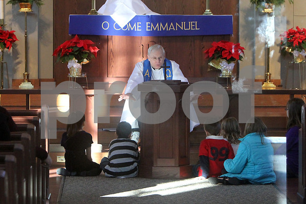 Gary L. Gates — For the Daily Chronicle<br /> <br /> Pastor Robert Weinhold of the Evangelical Lutheran Church speaks to a group of children during Sunday services yesterday in Sycamore.
