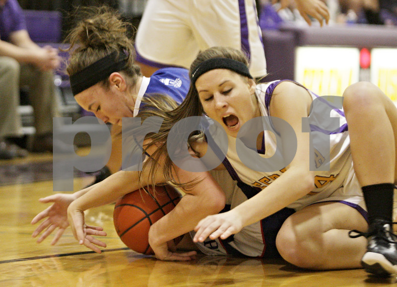 Rob Winner – rwinner@shawmedia.com<br /> <br /> Hinckley-Big Rock's Abbie Tosch (left) and Serena's Michaela Murphy struggle for a ball in the first quarter during the Little Ten Conference semifinal in Serena, Ill., Thursday, Jan. 17, 2013. Serena defeated H-BR, 37-35.