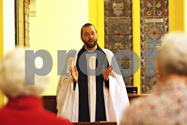 Rob Winner – rwinner@shawmedia.com<br /> <br /> Rev. Dave Hedges leads a service at Saint Peter's Episcopal Church in Sycamore, Ill., Wednesday, March 6, 2013.